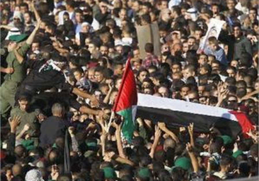 ramallah crowd arafat's coffin298