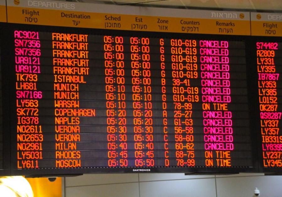 Ben Gurion departures board, July 23, 2014