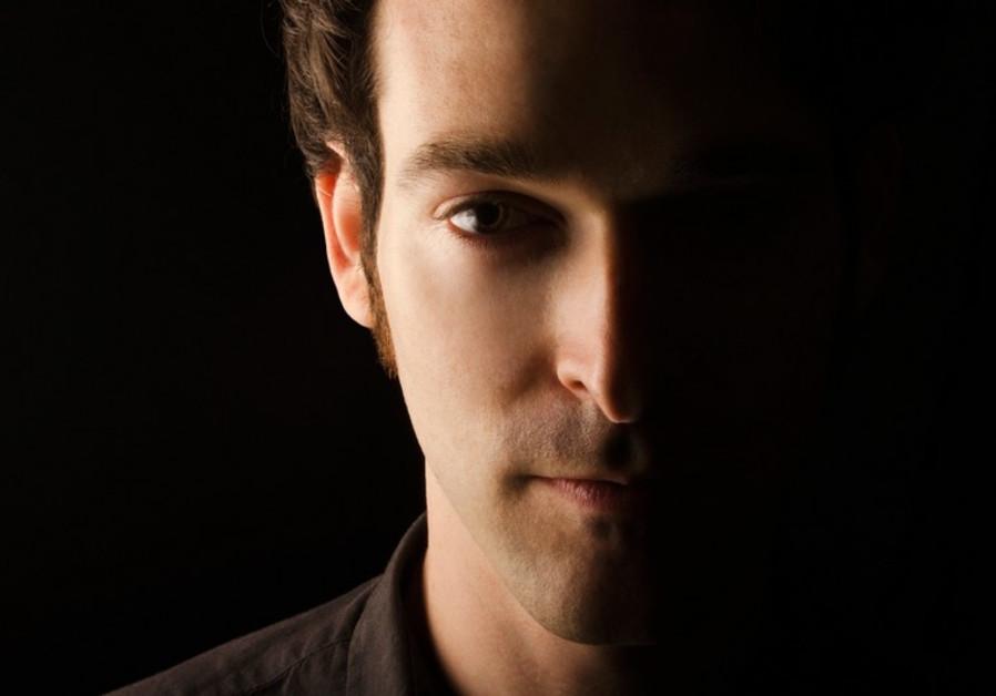 Israeli indie singer/songwriter Sun Tailor