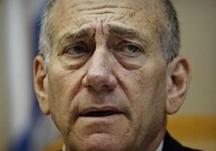 Olmert flies to US for medical reasons as court postpones Rishon Tours hearing