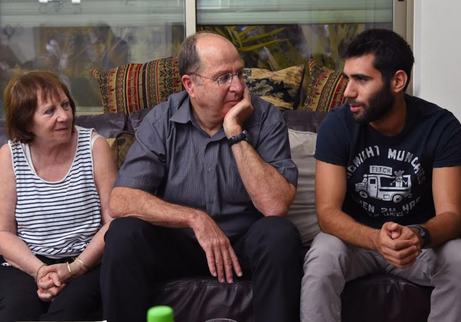 Ya'alon visits the Shaul family.