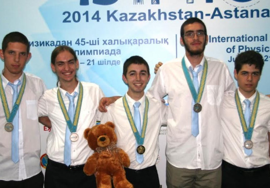 Israeli teens return with five medals from International Physics