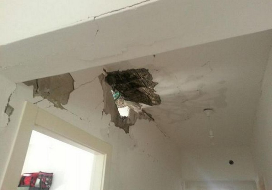 Rocket hits a house in Hof Ashkelon council