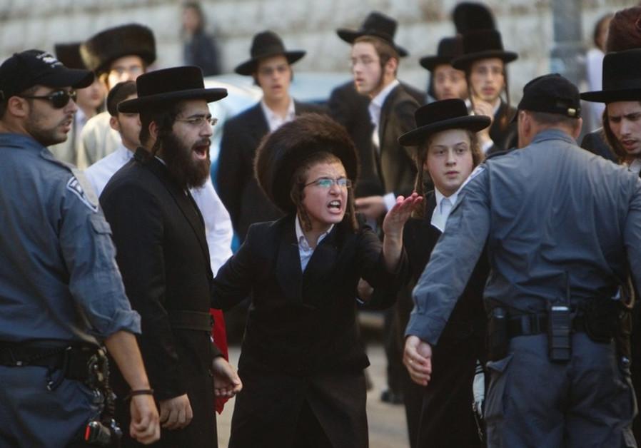 Haredim protest in Mea She'arim