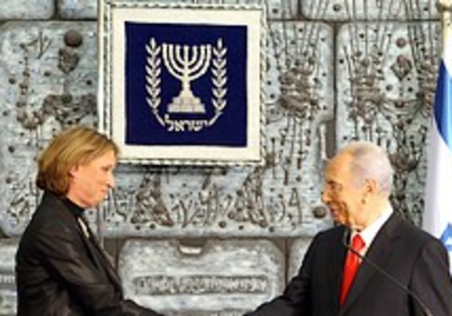 Peres entrusts Livni with forming gov't