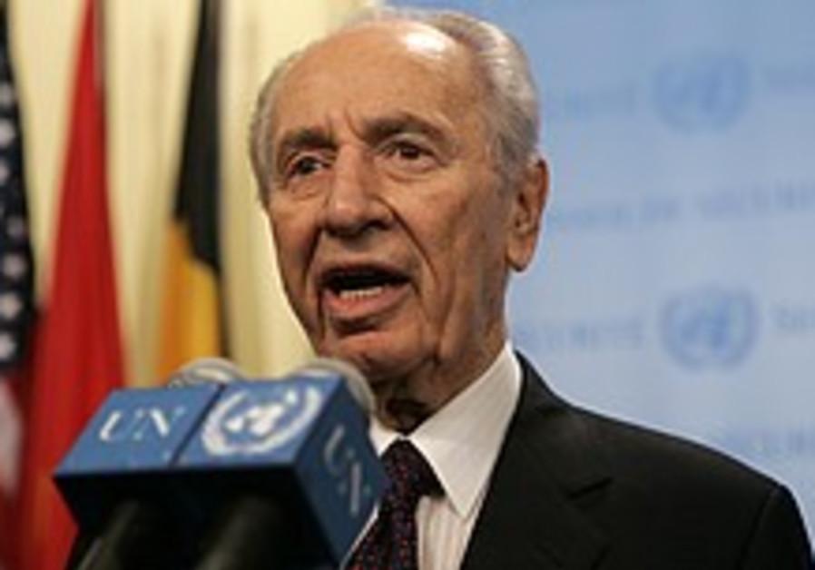 Peres at UN: Ahmadinejad a 'disgrace to Islam'