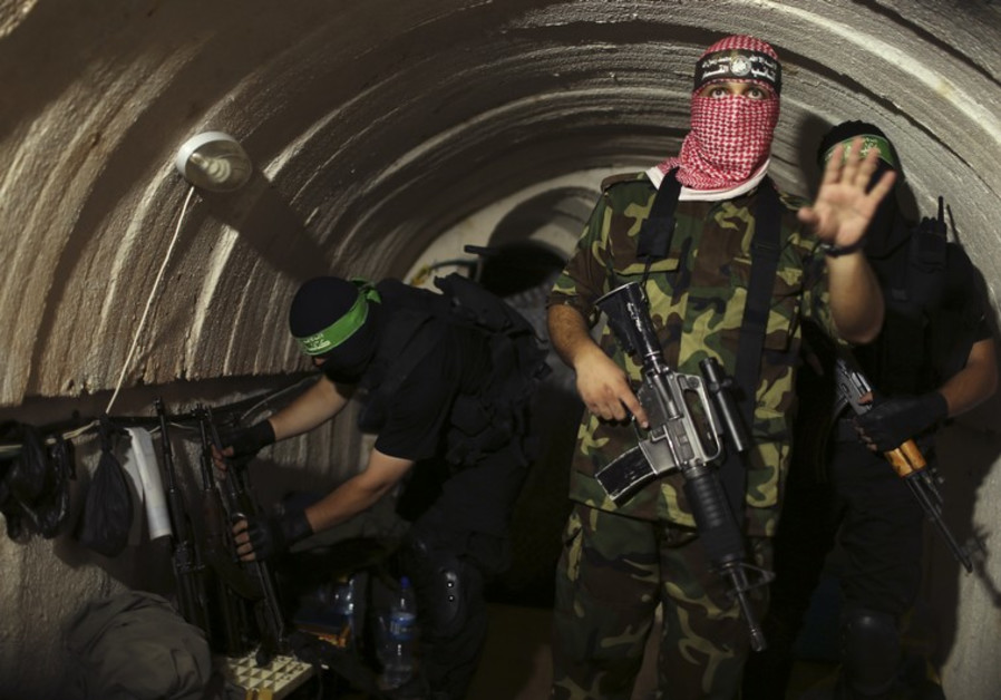 Hamas hands PA control of Gaza border crossings