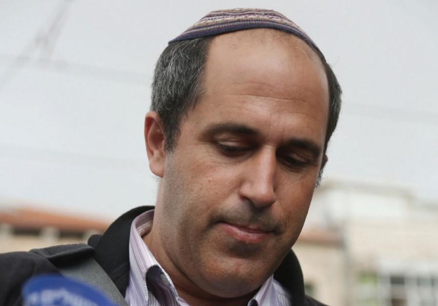 Arieh King campaigning at Mahaneh Yehuda