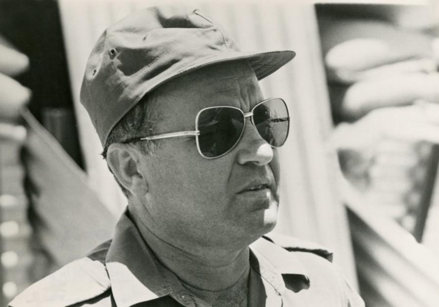 Yithak Hofi