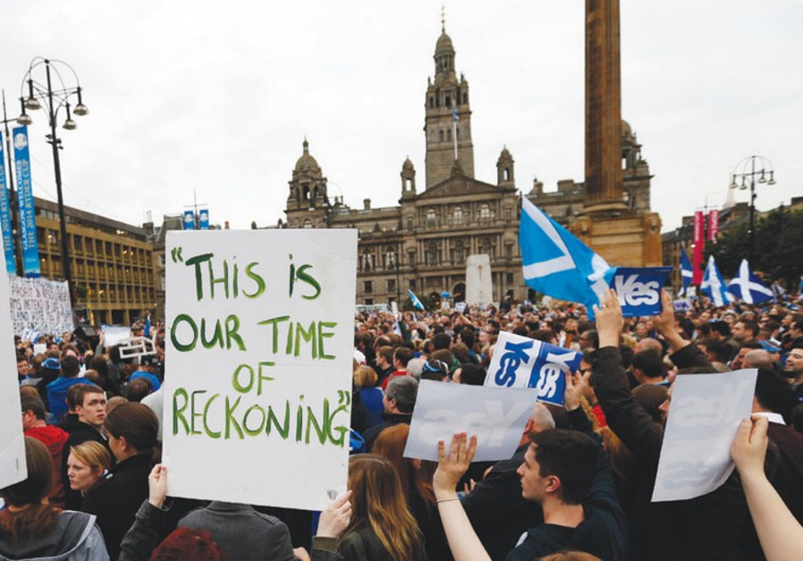 'YES' SUPPORTERS congregate at George Square in Glasgow