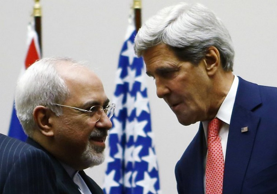 Iranian Foreign Minister Mohammad Javad Zarif (L) and US Secretary of State John Kerry
