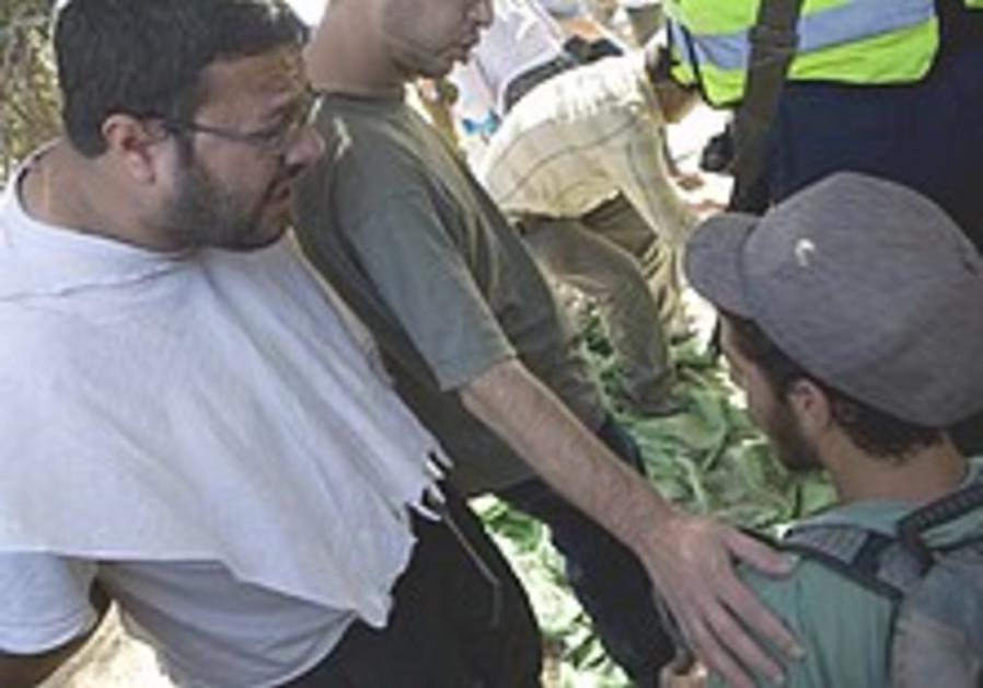 Journalists, activists clash with Ben-Gvir, settlers