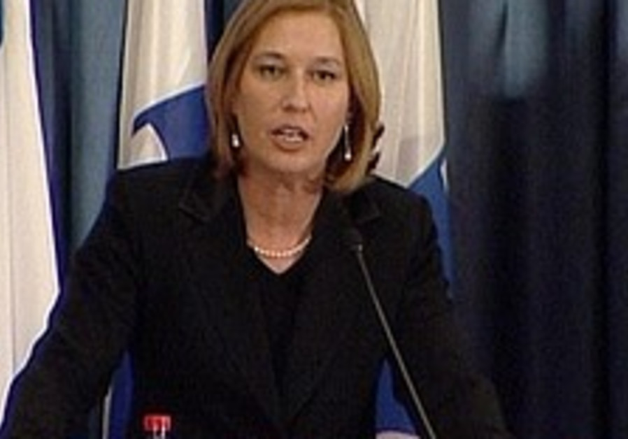 Livni: We must negotiate wisely with neighbors
