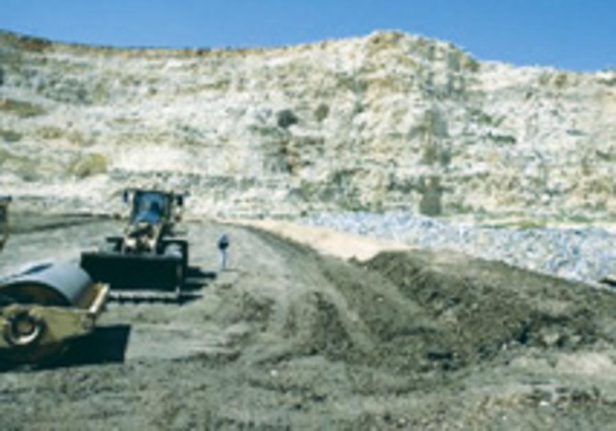 'Mining in W. Bank violates international law'