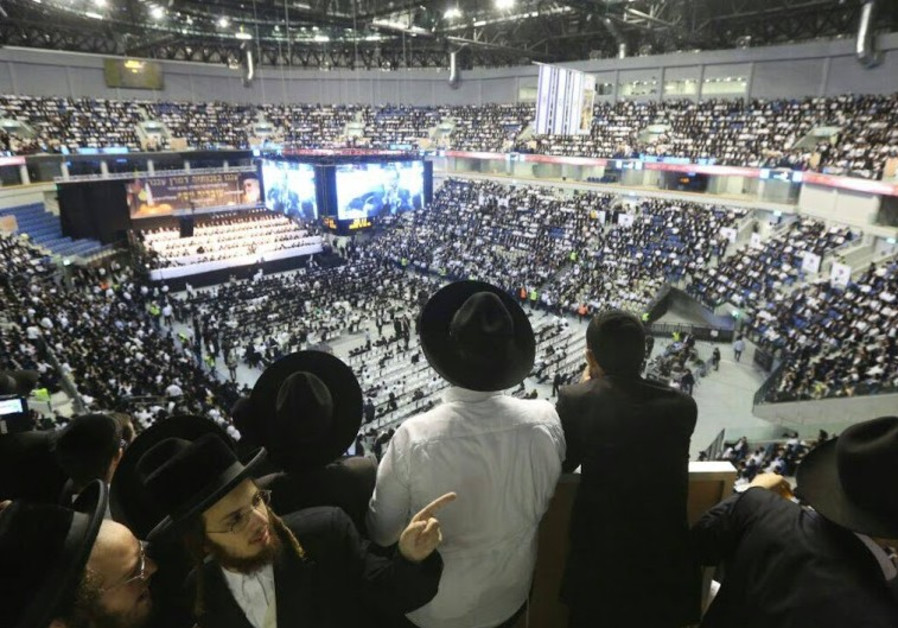 Thousands attend rally for Ovadia Yosef on September 28, 2014.