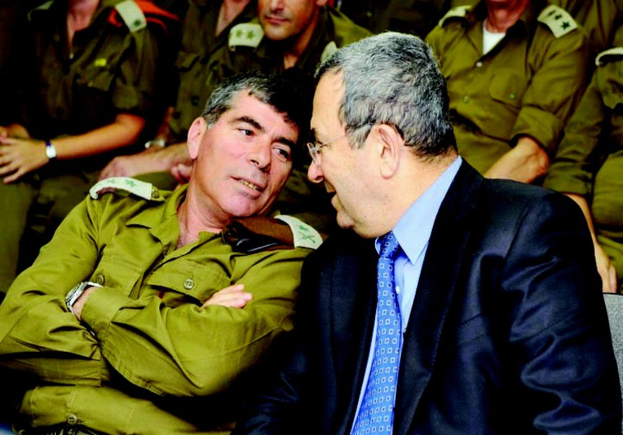 Then-IDF chief Gabi Ashkenazi (L) and then-Defense Minister Ehud Barak