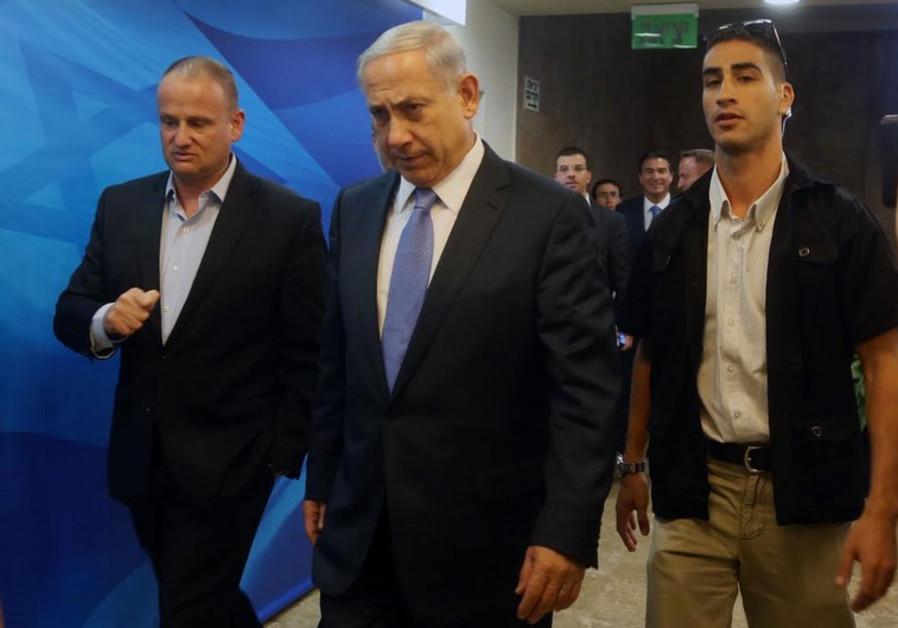 Benjamin Netanyahu enters cabinet meeting