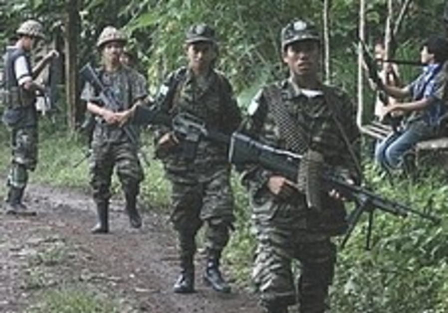 6 dead as Philippine troops battle Qaida-linked kidnappers