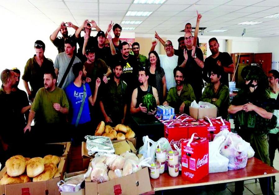 Distribution de nourriture en faveur des soldat