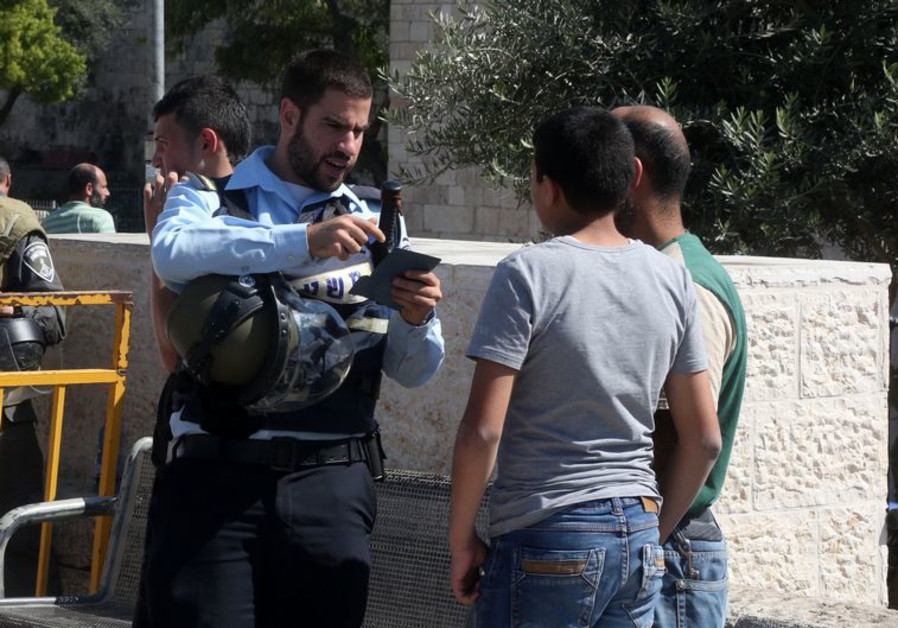 Police and Palestinians at Damascus Gate
