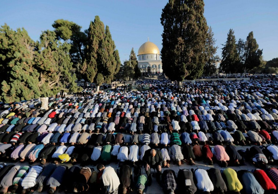 Muslims pray at Temple Mount