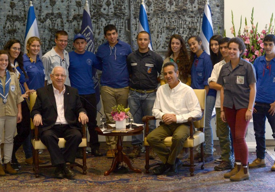 President Reuven Rivlin with Israeli youth group leaders, November 3, 2014.