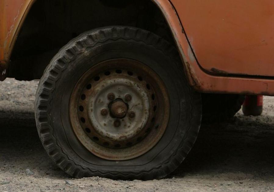 Flat tire (illustrative photo)