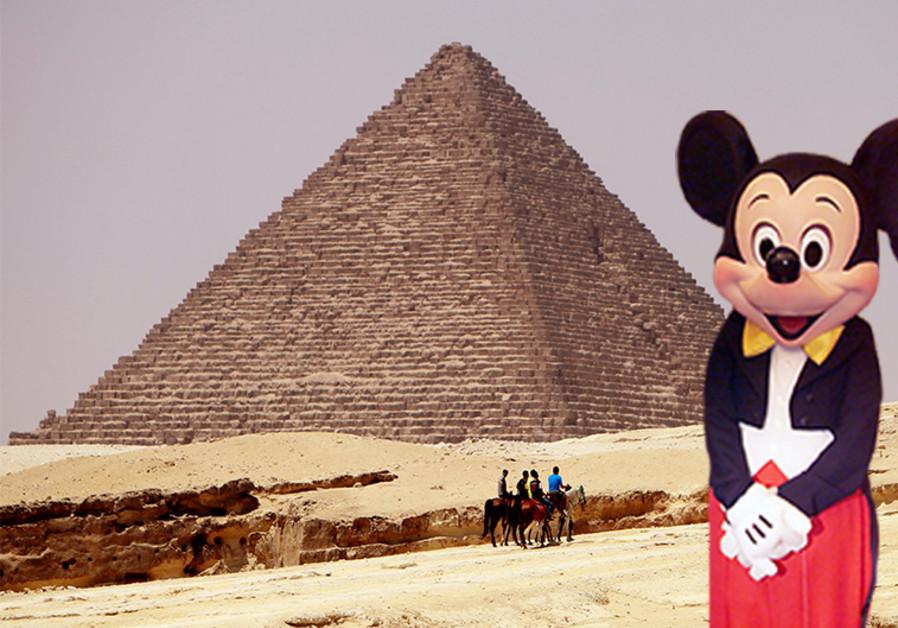 Micky mouse visits Giza