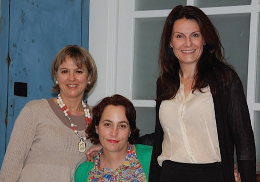 DIPLOMATIC SPOUSES Johanna Stegen (Chile) Rachel Lord (Australia) and Celia Gould (UK)