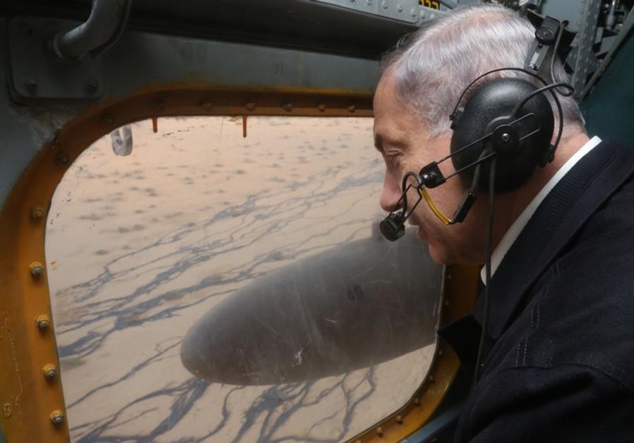 Prime Minister Benjamin Netanyahu surveys scene of Arava oil spill