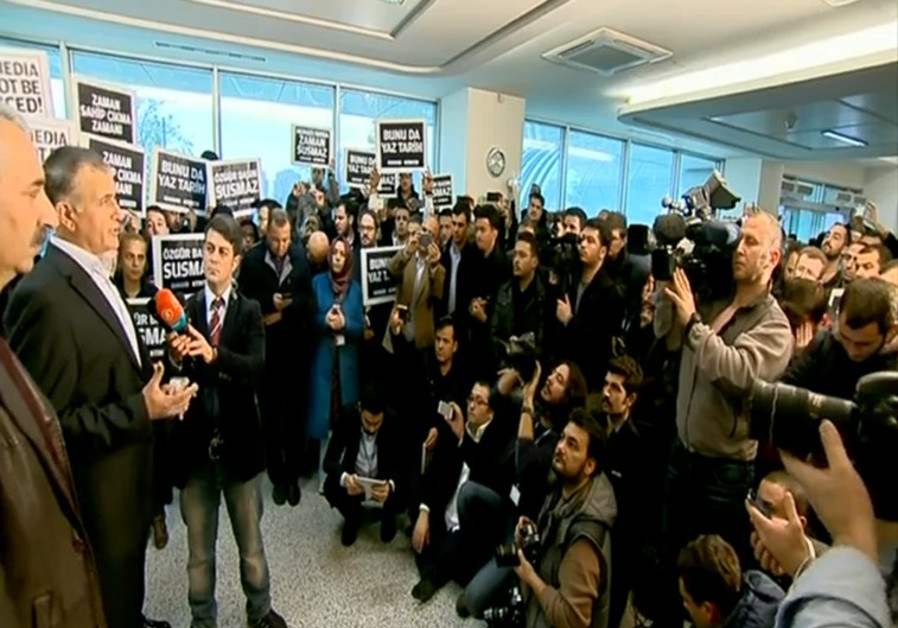 Journalists at Today's Zaman following the Turkish police raid