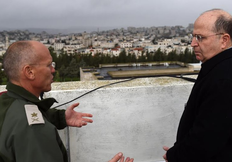 Moshe Ya'alon touring IDF Central Command