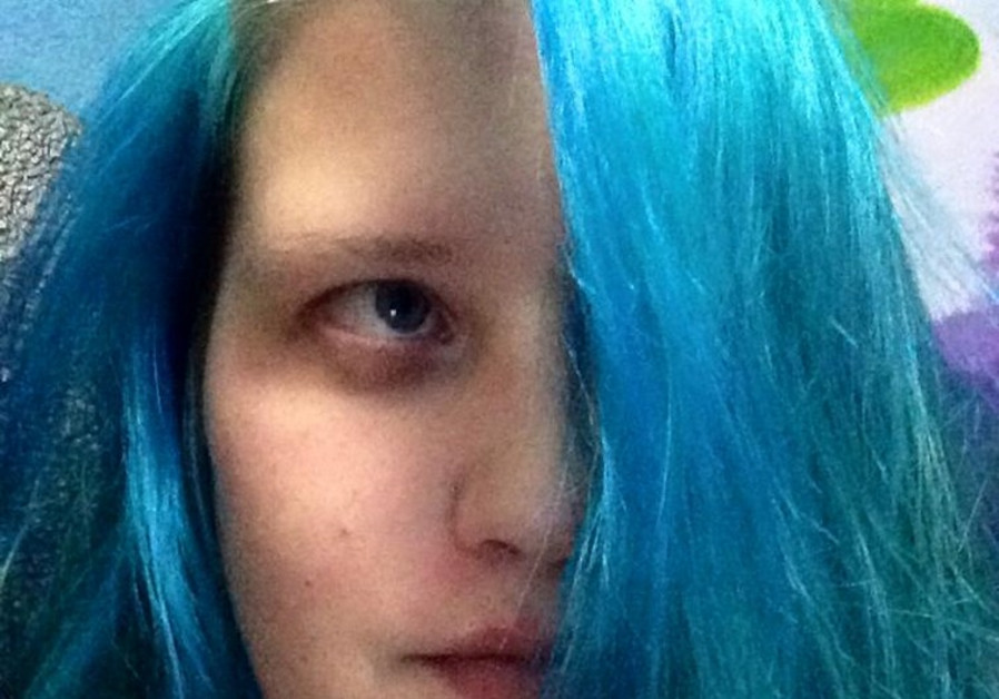 Israeli woman thrown off bus by driver for having dyed blue hair ...