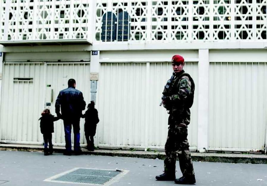 La synagogue de la rue de la Roquette à Paris sous haute surveillance