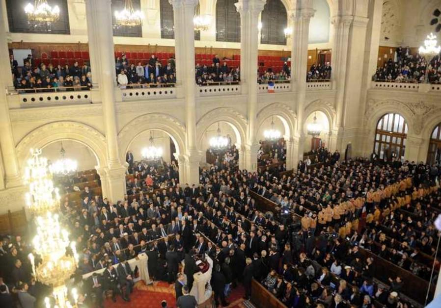 Plus de 2000 personnes étaient présentes pour rendre hommage aux victimes.