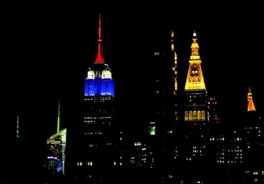 L'Empire State Building de New-York aux couleurs du drapeau français