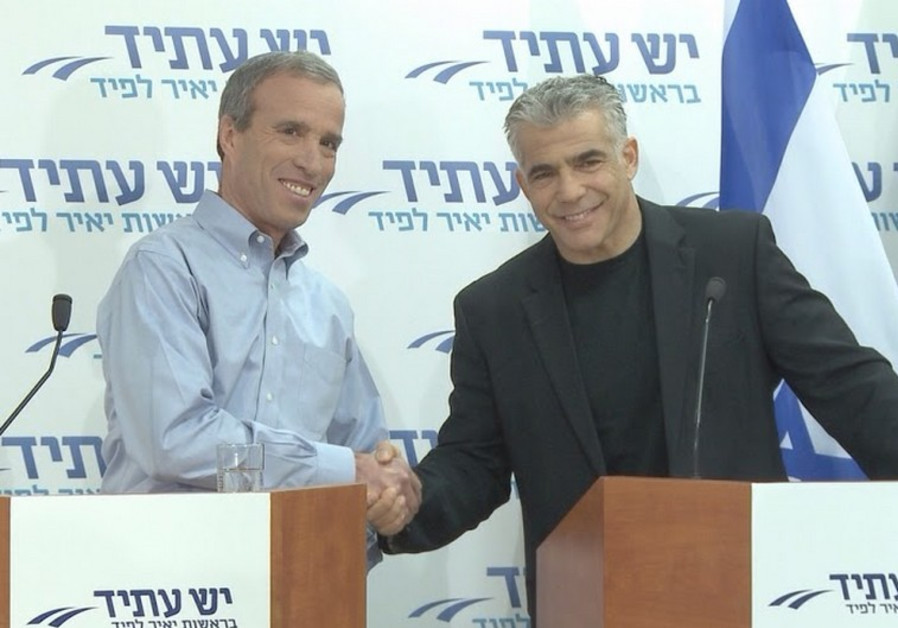 Elazar Stern (left) and Yair Lapid, January 18, 2015