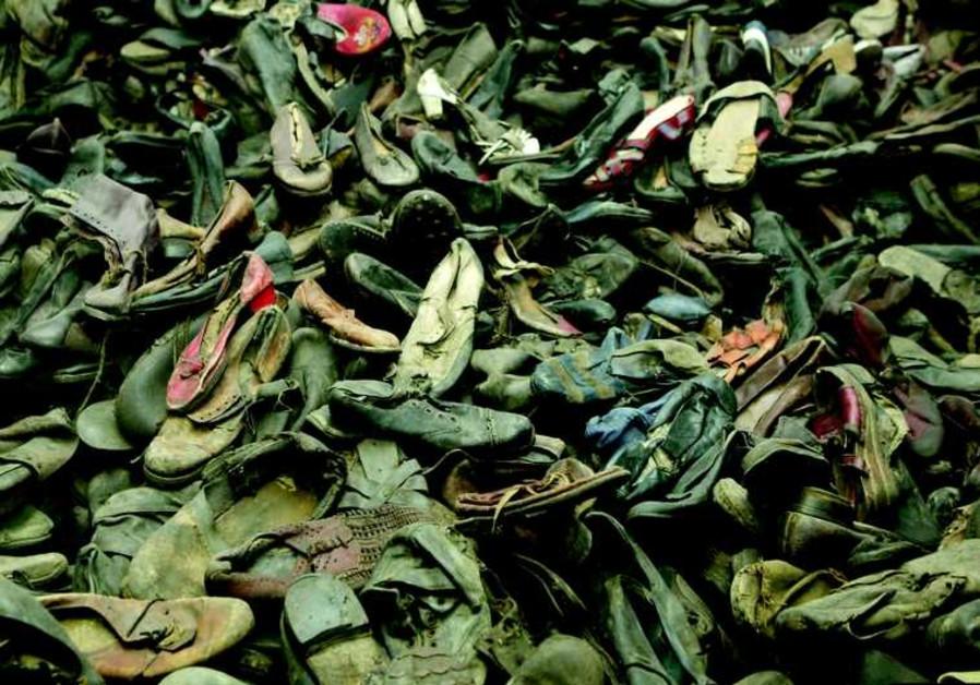Pile de chaussures de victimes au musée d'Auschwitz-Birkenau