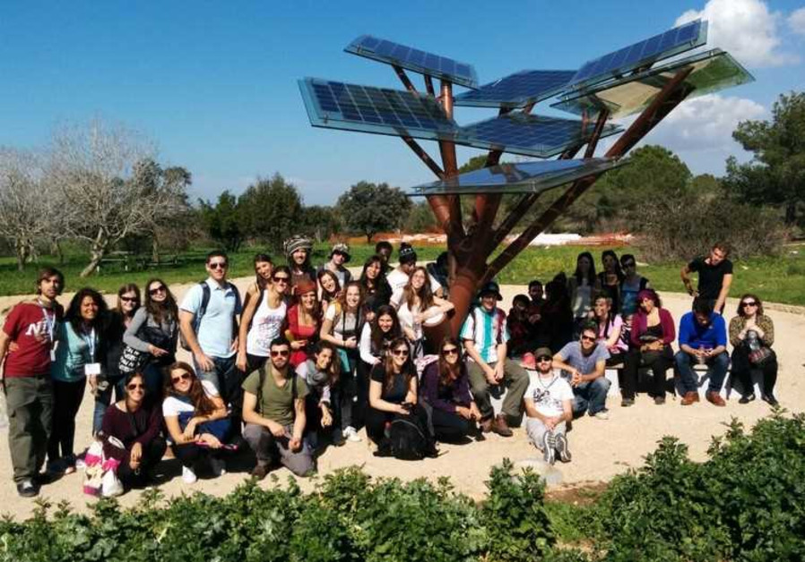 Birthright group at the eTree in Ramat Hanadiv