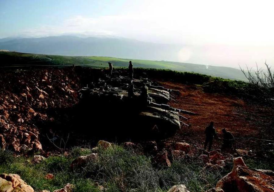 Des troupes de Tsahal en faction près de la frontière libanaise jeudi 29 janvier