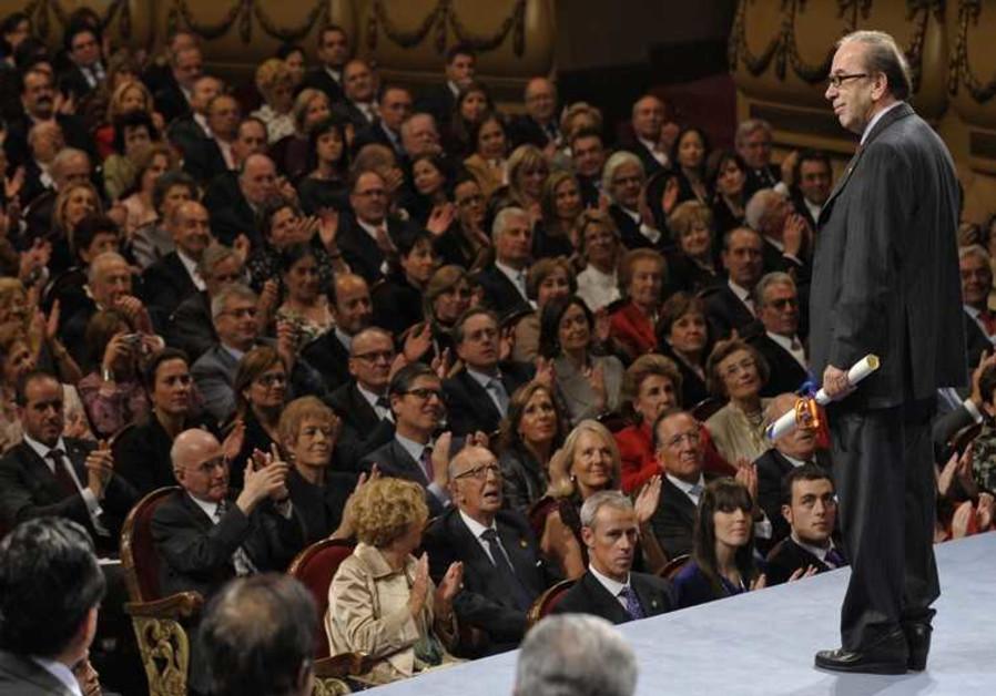 Ismail Kadaré lors d'une cérémonie en Espagne en 2009