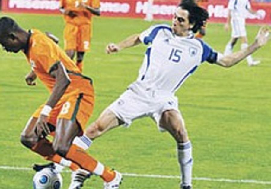 Yossi Benayoun (R)