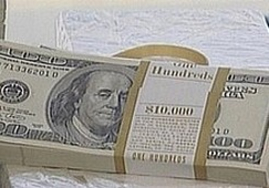 Dollar exchange rate falls below NIS 4