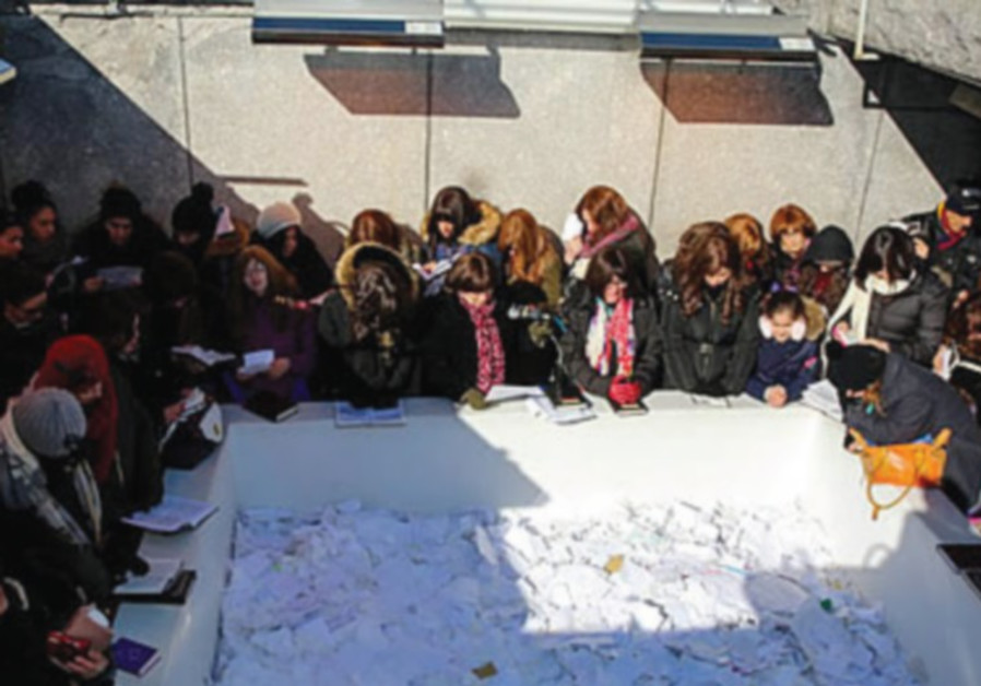 WOMEN PLACE notes at the resting place of Rabbi Menachem M. Schneerson in  New York, last week.