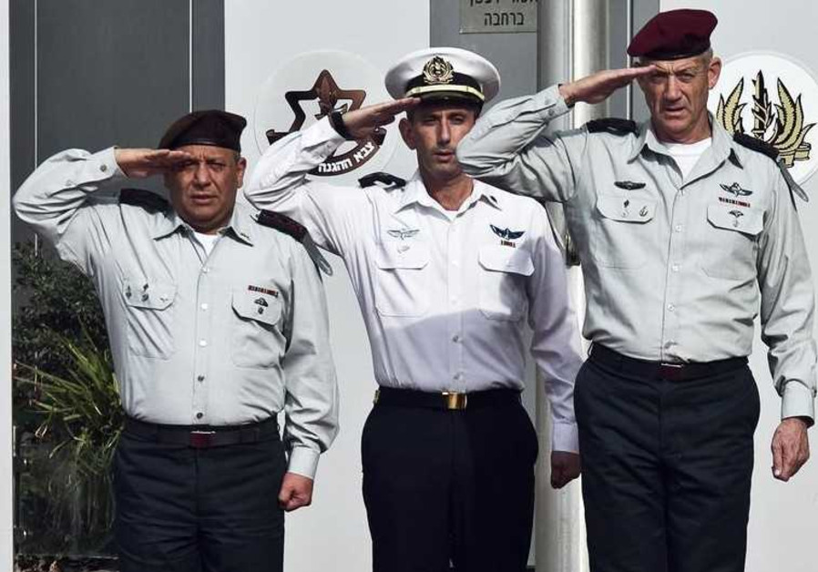 New IDF chief of staff Lieutenant-General Gadi Eizenkot (L) and outgoing chief of staff Benny Gantz