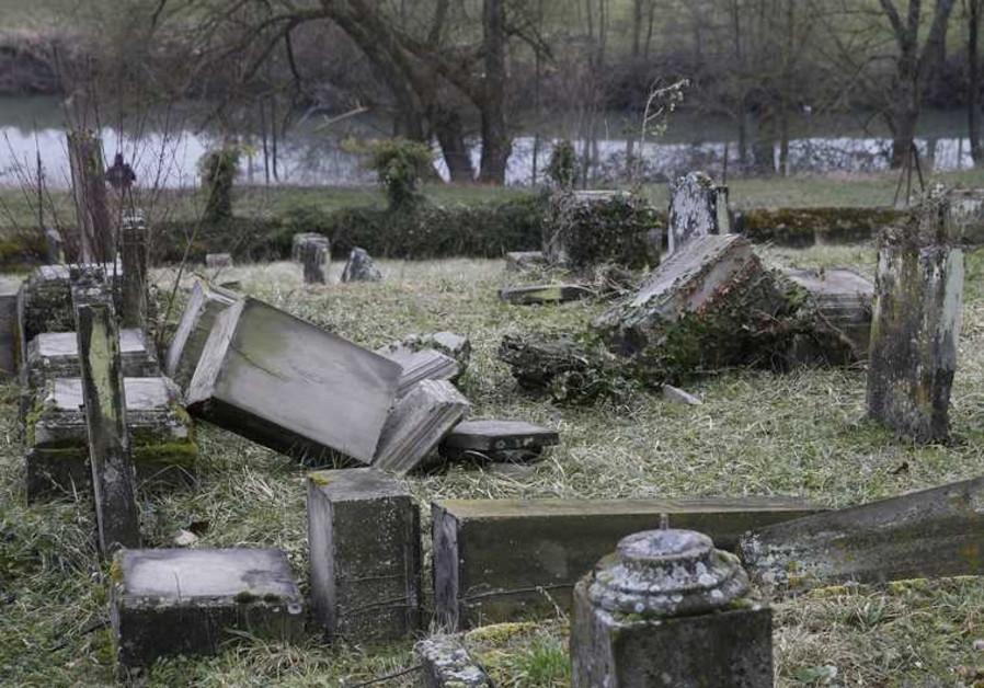 Une tombe profanée dans le cimetière de Sarre-Union