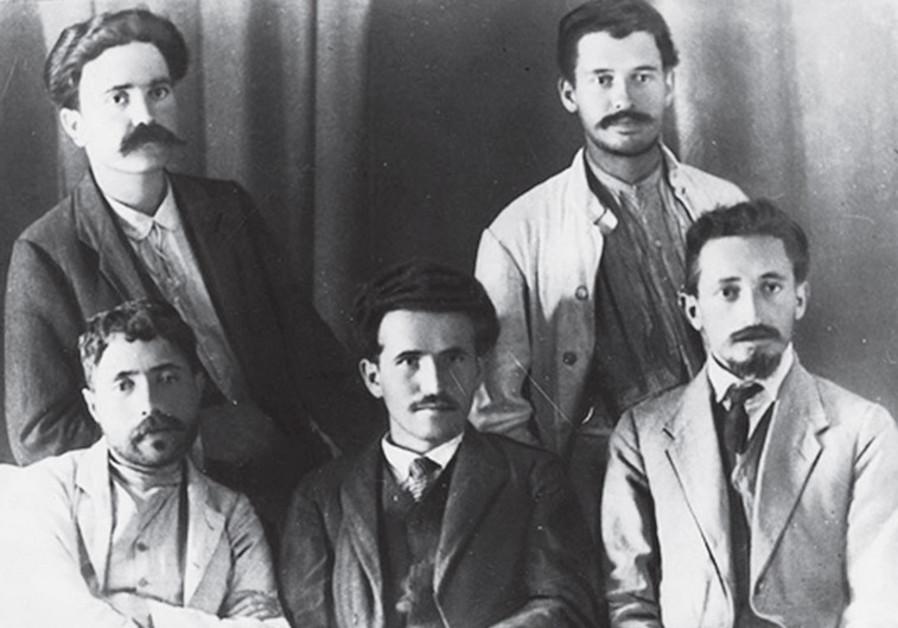 Yitzhak Ben-Zvi, David Ben-Gurion, Yosef Haim Brenner; standing: A. Reuveni, Ya'akov Zerubavel