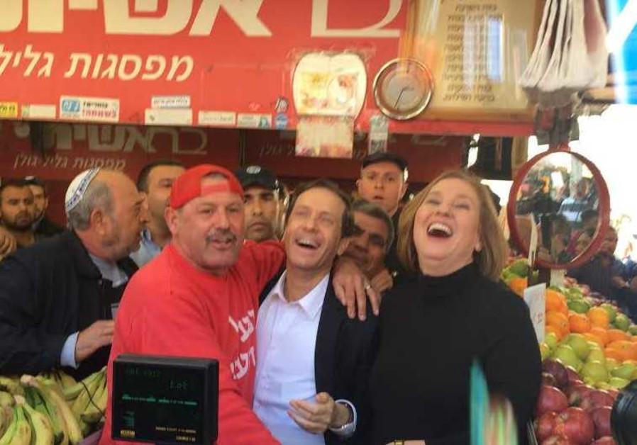 Isaac Herzog and Tzipi Livni at Carmel Market.