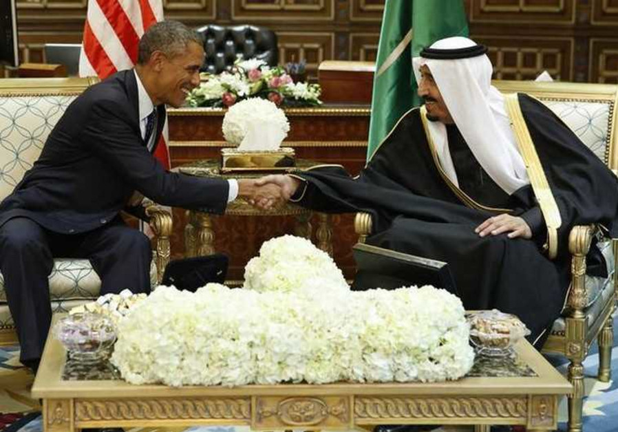 US President Barack Obama (L) shakes hands with Saudi Arabia's King Salman