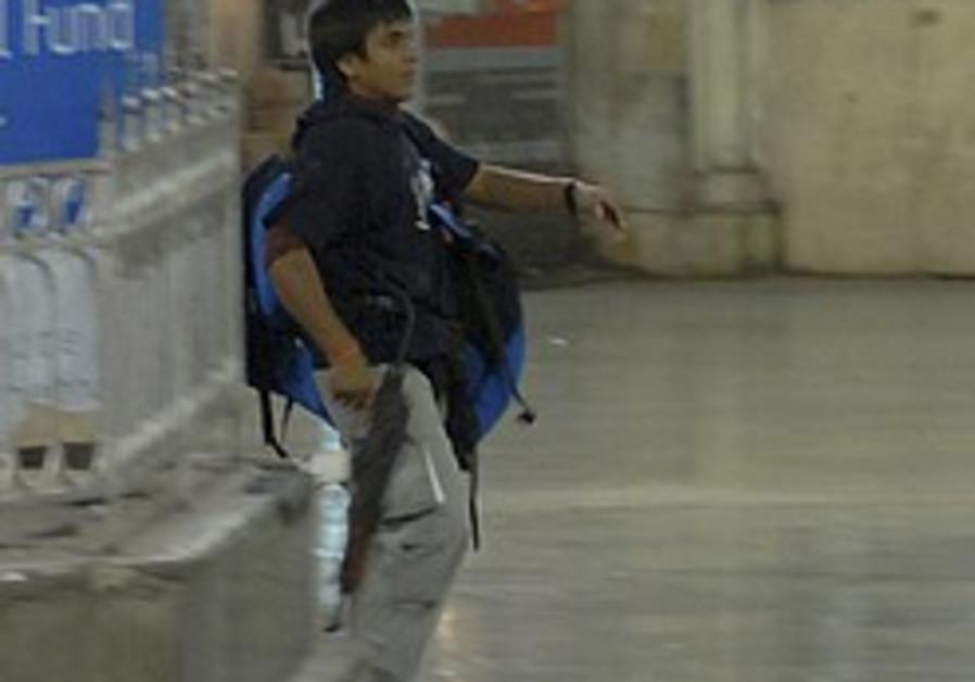 India charges Mumbai gunman with murder